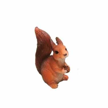 Eekhoorntje dennenappel beeldje kopen